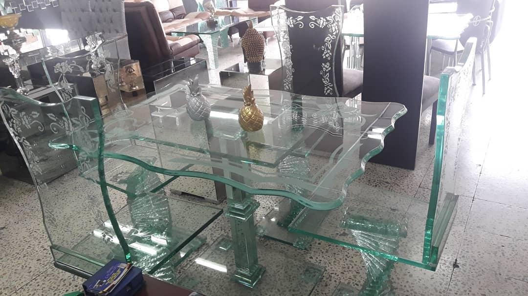 SALAS DE JANTAR  Belas salas de jantar ambos 100% (incluindo silleteria), bem como ...