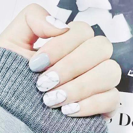 Cansado de sempre fazer unhas da mesma cor? Experimente as novas unhas de mármore, tot ...