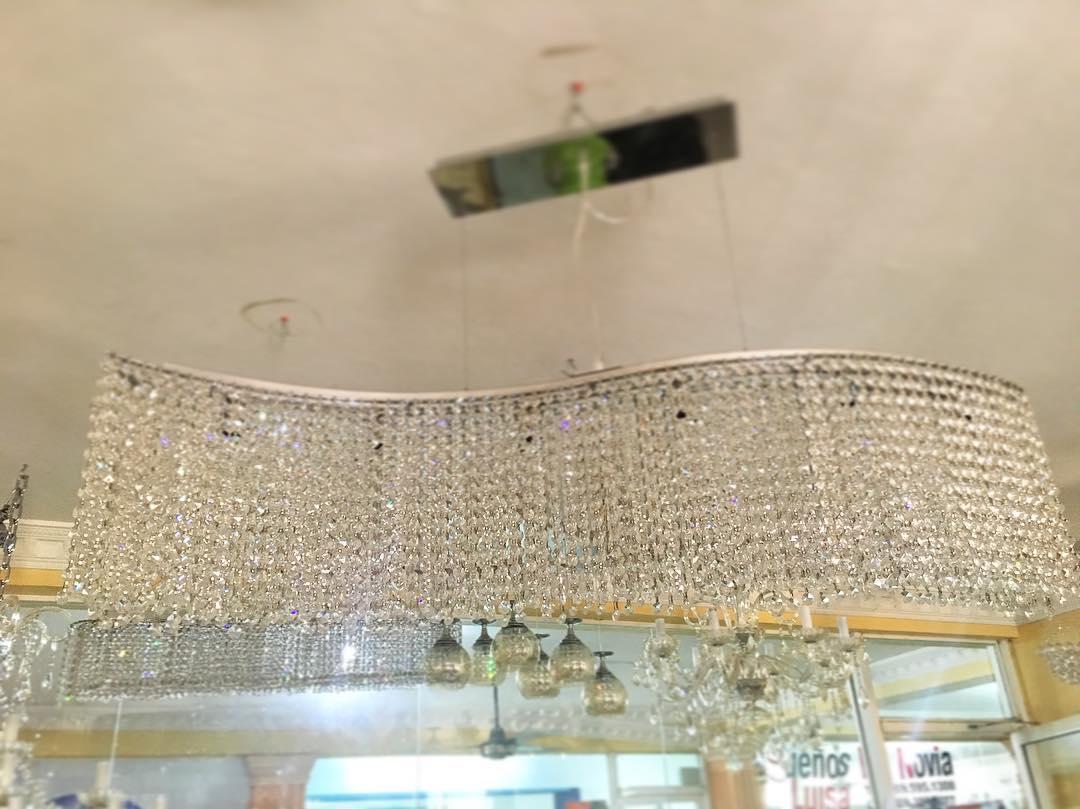 Lâmpada de cristal ondulado Para informações e preços ligue para 809-592-2488 ou escreva ...