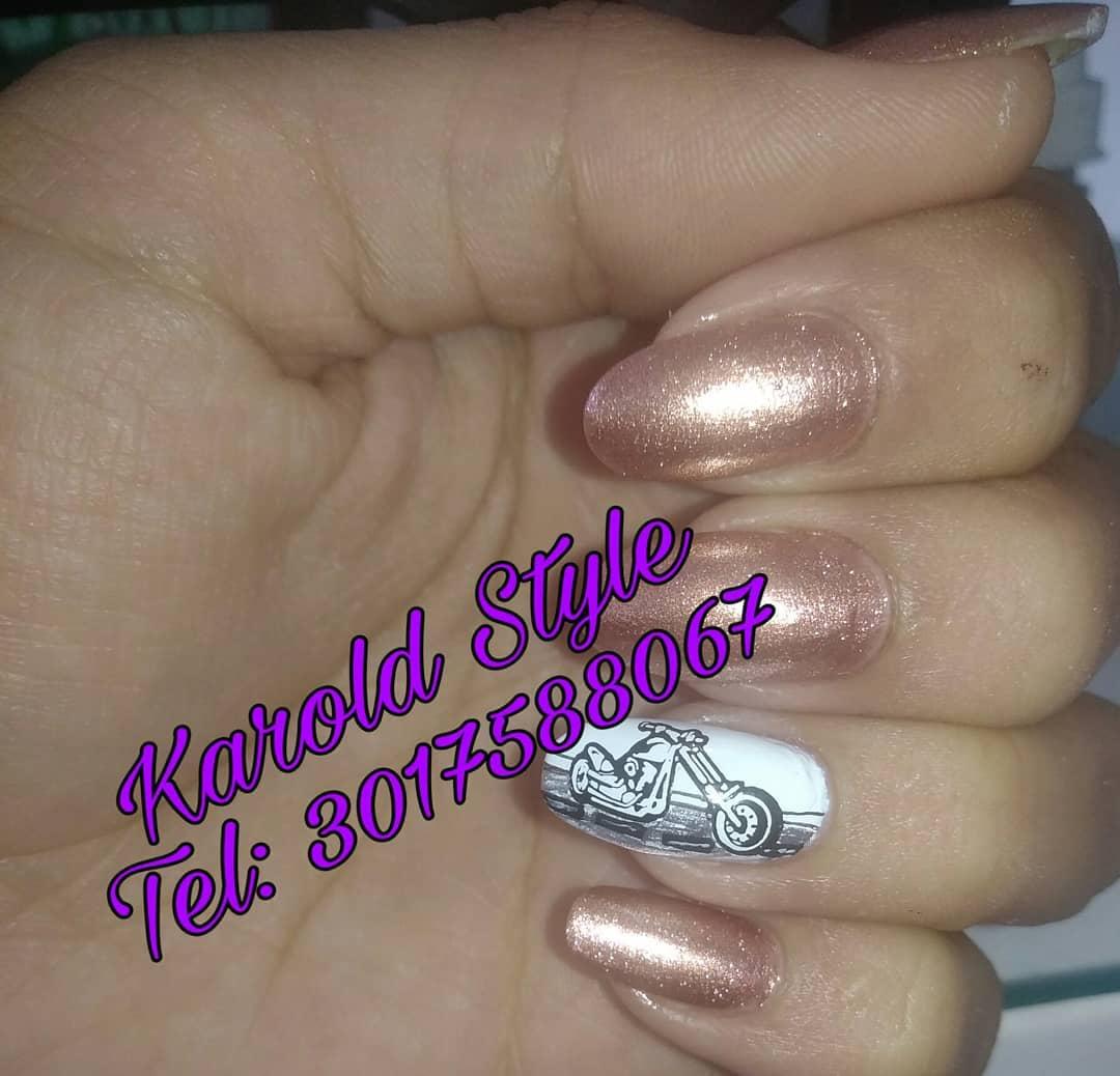 Manicure tradicional com Stamping Manicure & Pedicure? Mãos e pés são um ...