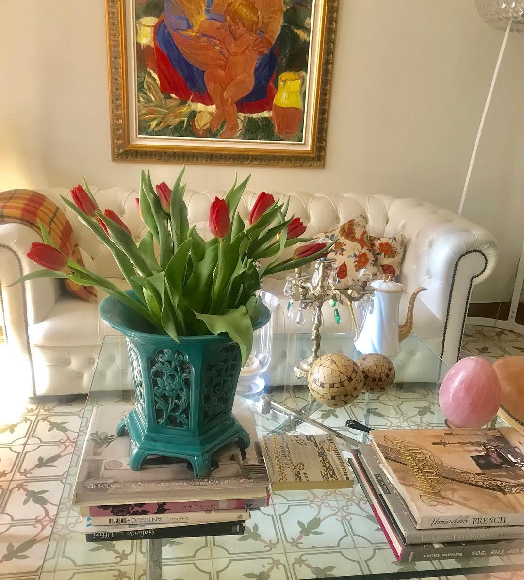 A primavera está chegando, tulipas frescas fazem o meu dia! # decoracióndeinteriores #decor ...