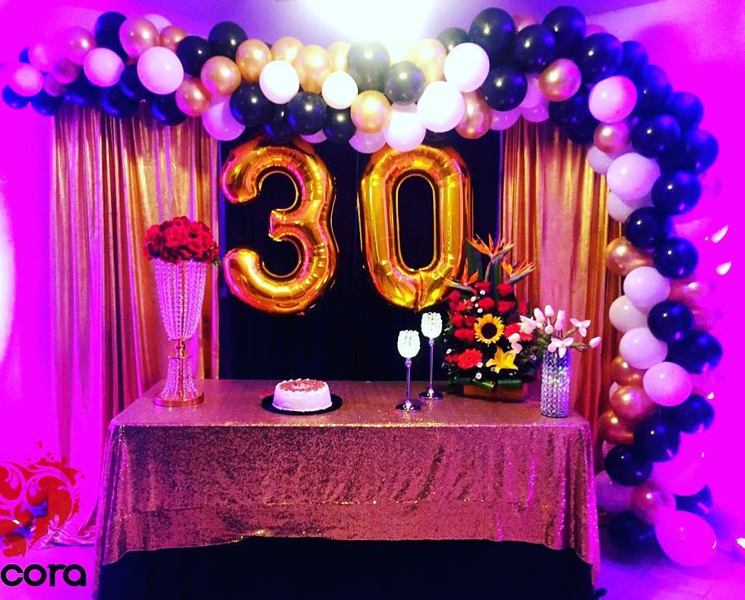 Aniversário, número, 30 #dcora # decoração # aniversário #mesaprincipal # 30 #globos # ...