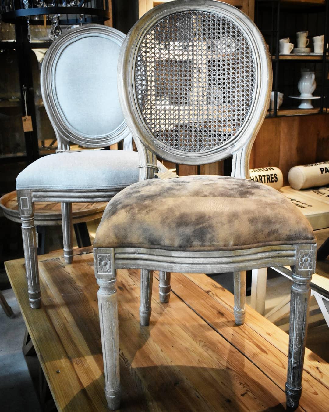 Cadeira redonda de carvalho francês // Com estofamento e couro, estofado em linho ou terceiro ...