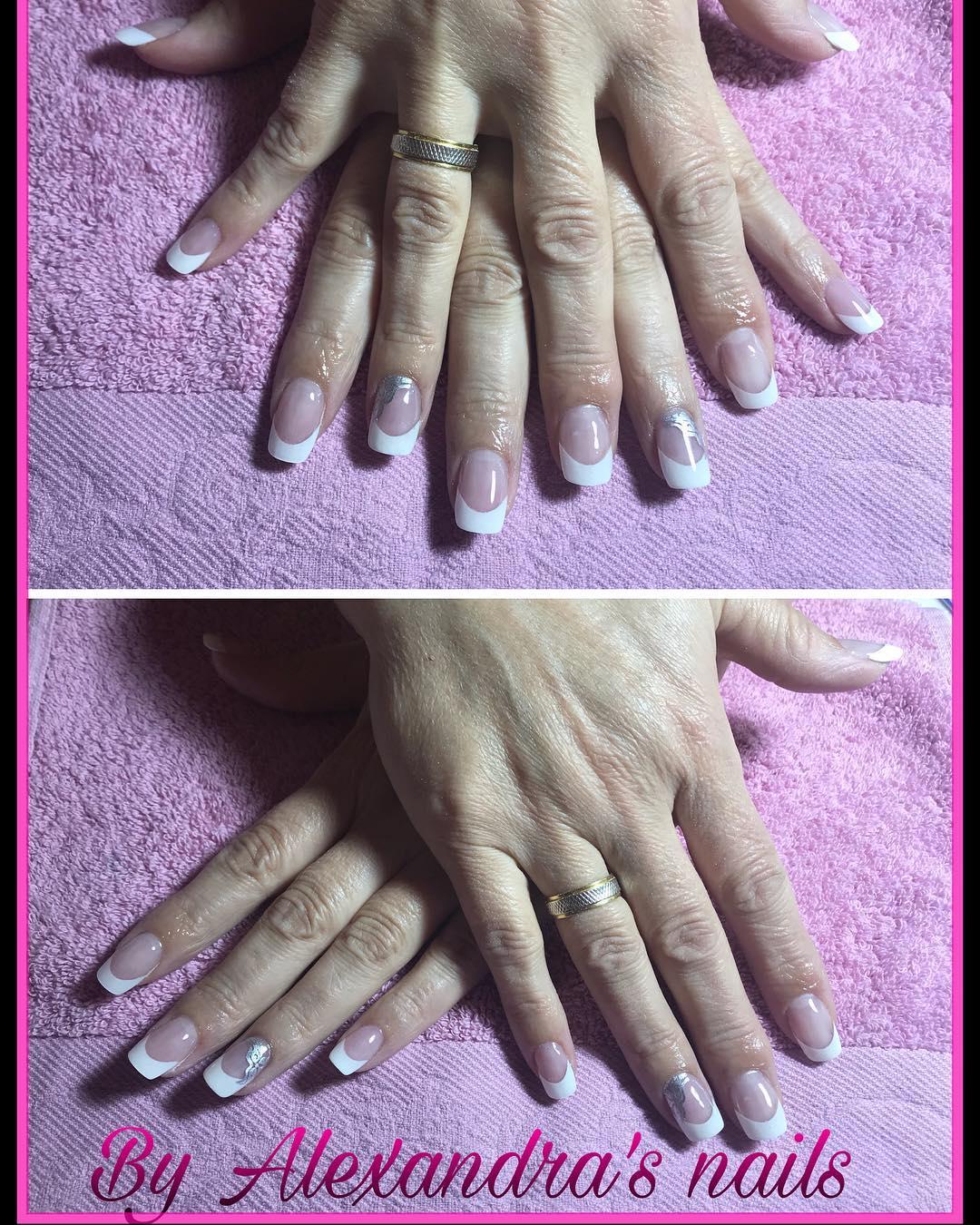 Trabalhando duro Francês Em suas unhas @corrallola #nails #nails #inhernalis # ensusuñ ...