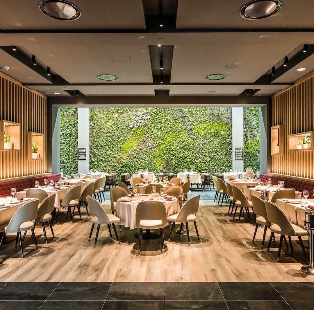 É o maior jardim vertical indoor da Europa e está localizado em #madrid, ...