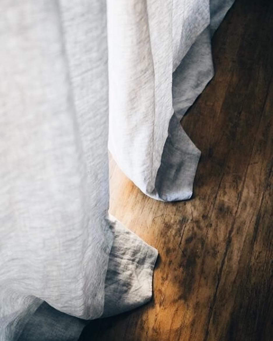 As cortinas são uma das formas mais eficazes de vestir os quartos. Neste...