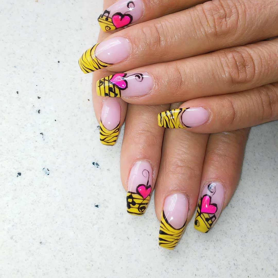 #semipermanente #manicure # decoraciondeuñas #arte #notasmusicales #creatividad ...