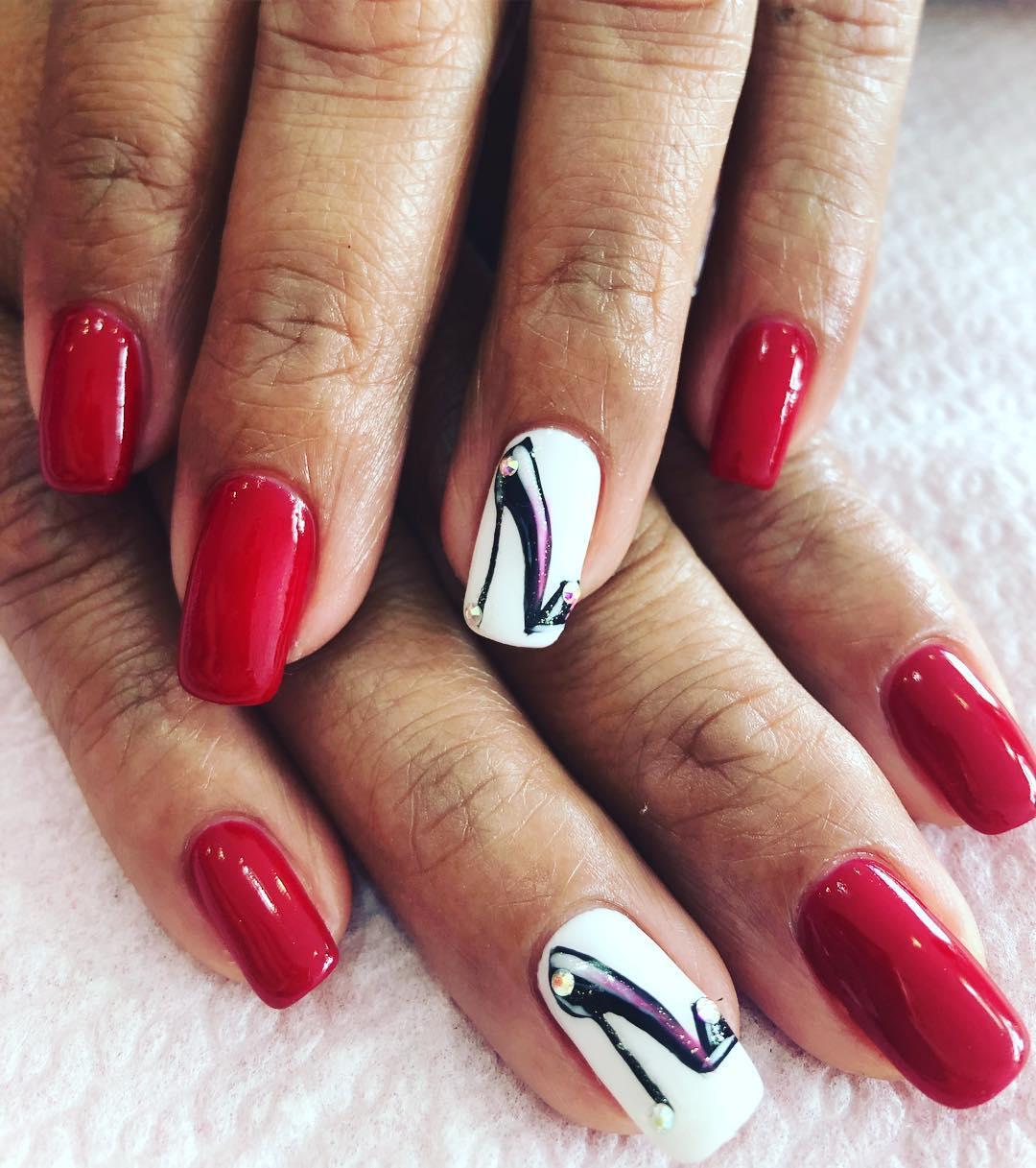 Mãos semi-permanentes com decoração # unhas vermelhas # decoraciondeuñas #lescala # u ...