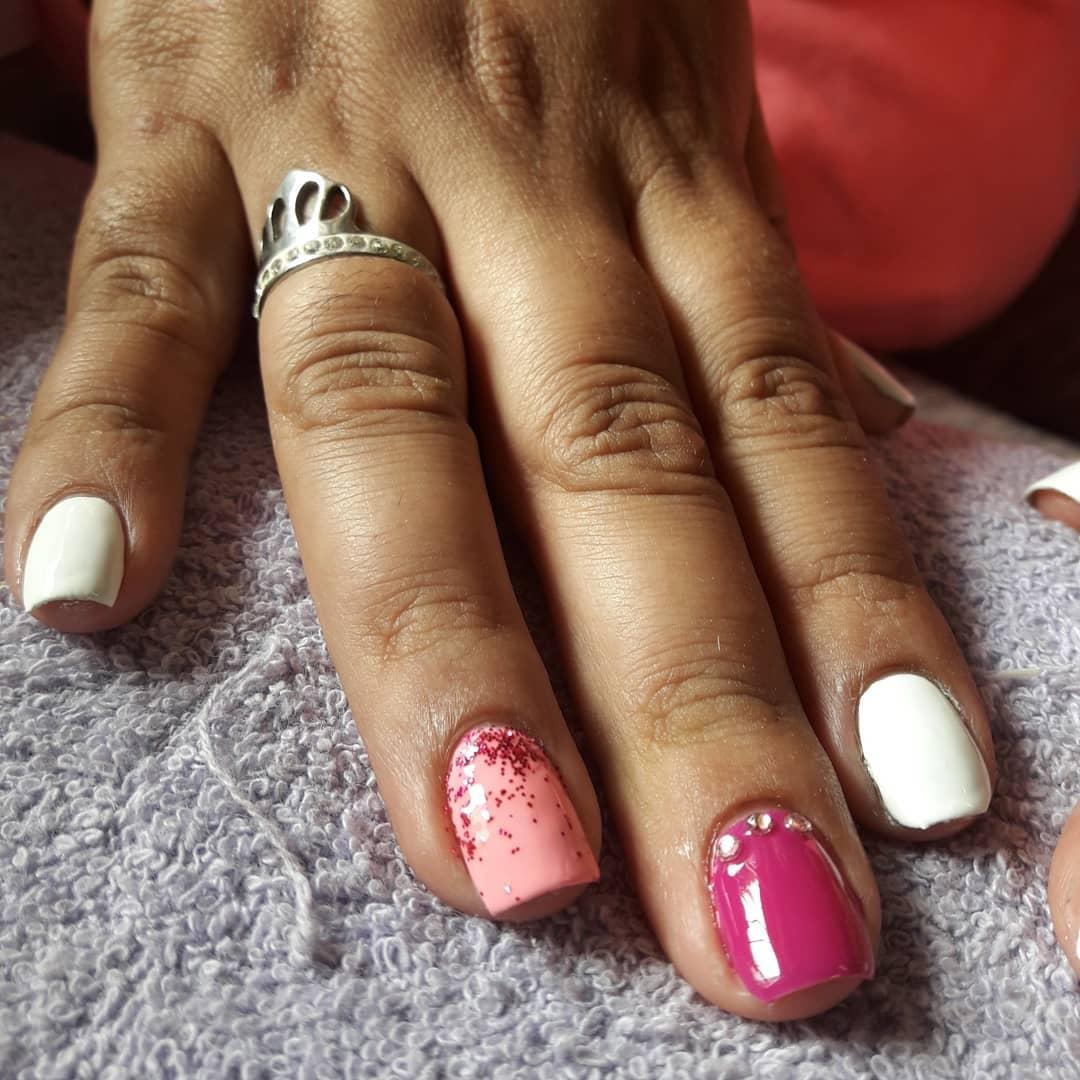 Esmaltado Semi permanente  #barilochee #brc #nails  #esmaltepermanente #meliné ...