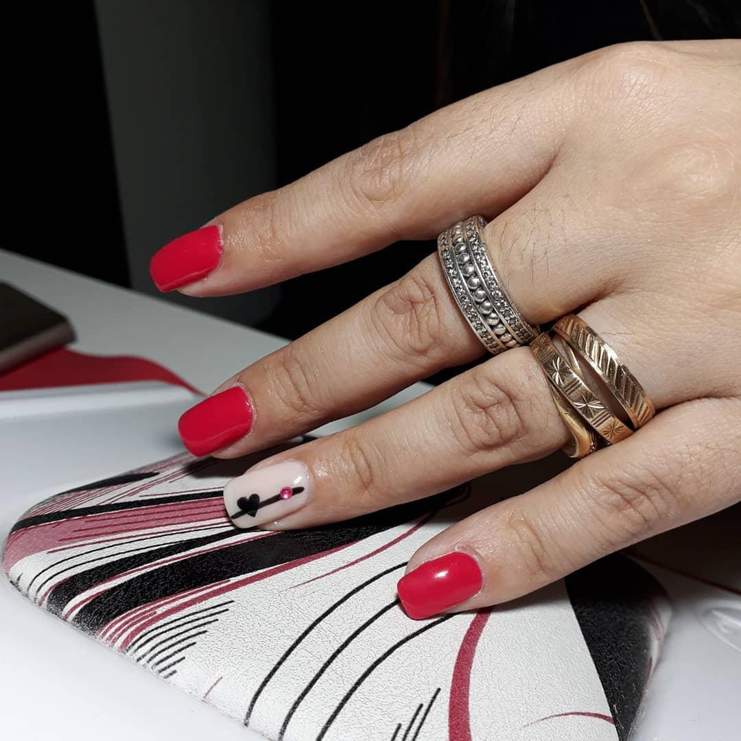 Esmalte semi-permanente com um toque de Deco !! # decoraciondeuñas #peluquerias ...