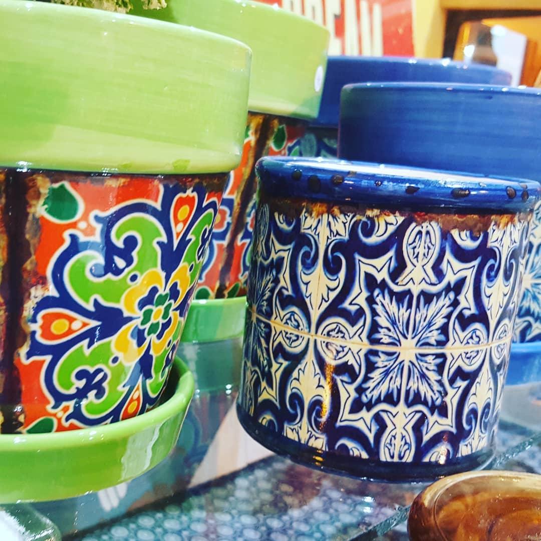SEGUNDA-FEIRA com toda a COR Com estas panelas / potes de cerâmica que não dão mais ...