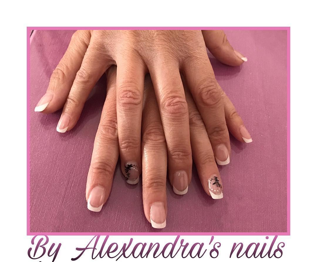 Trabalhando duro Francês Em suas unhas #nails #nails #nailsbyme # uñas #gel #decoracio ...
