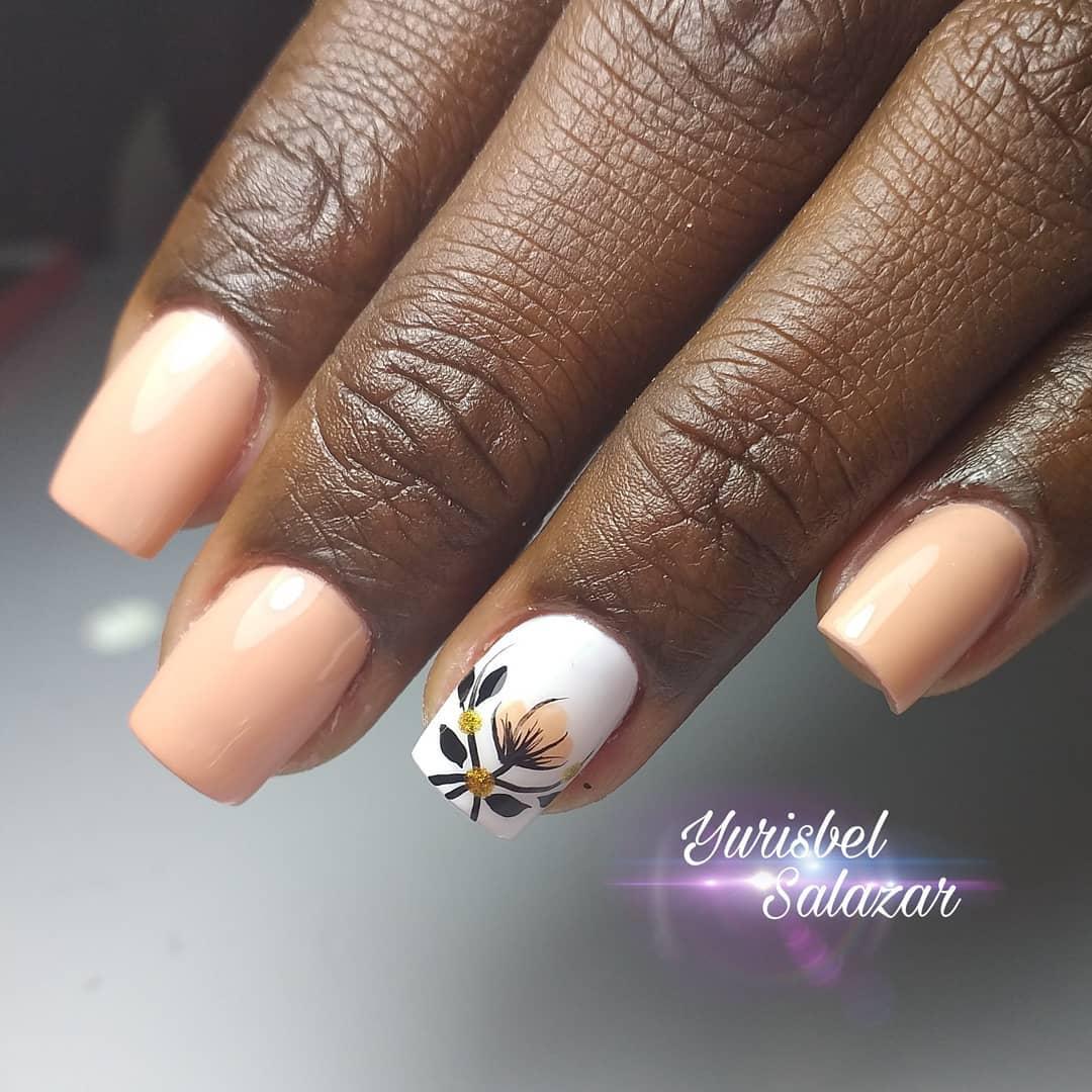 Trabalhador manual colorido chocolate que expressa o calor. . . . # decoraciondeuñas # nails4today ...