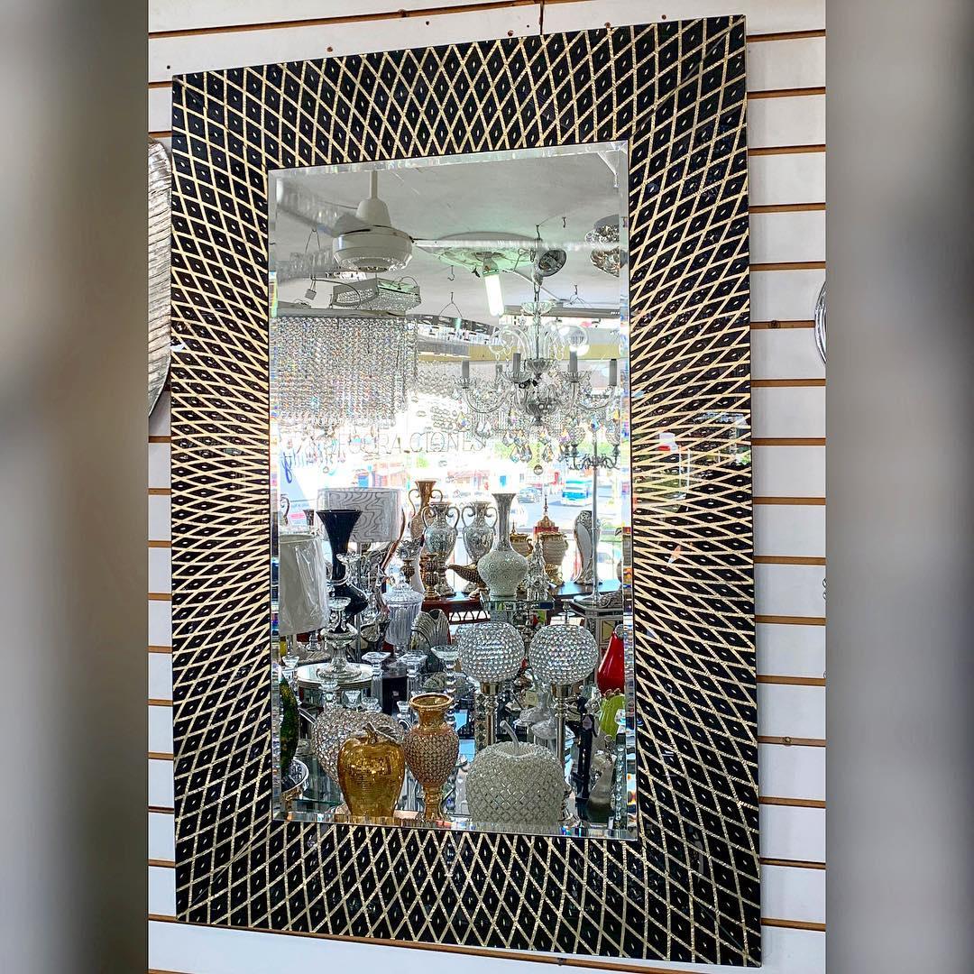 Espelho com moldura dourada e preta Para informações e preços ligue para 809-592-2488 ou é ...