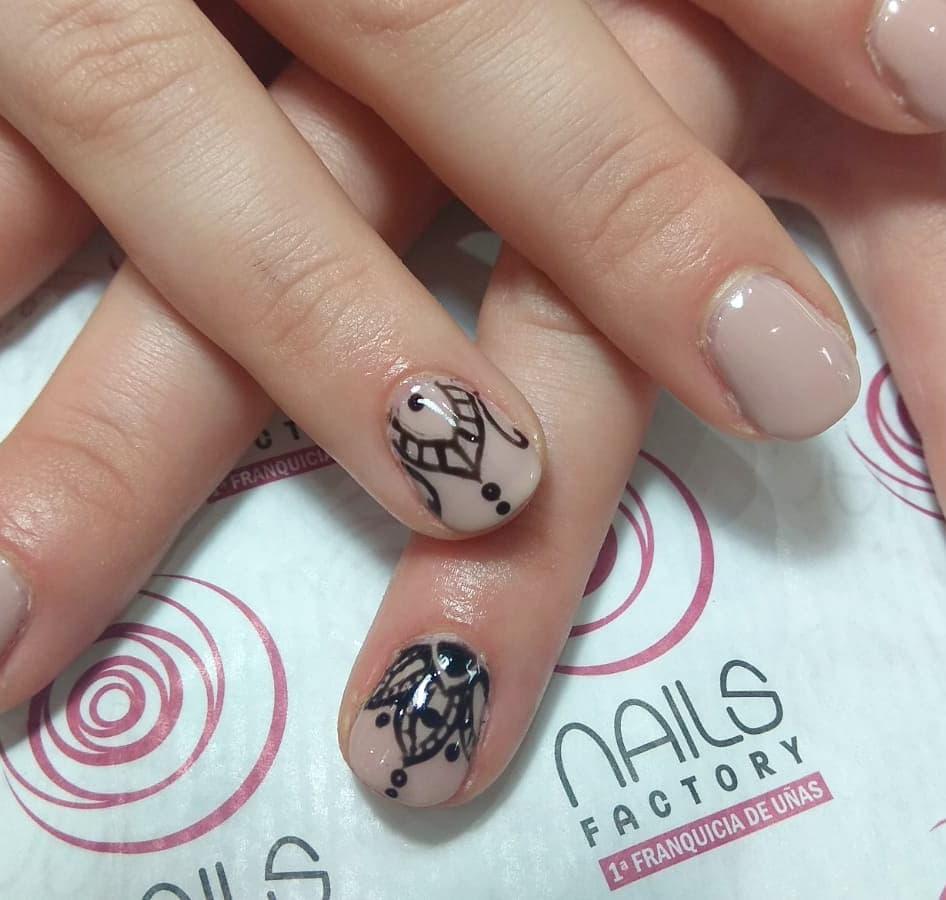 # decoraciondeuñas # uñassemipermanentes #nailsfactorycrueltyfee #nailsfactory #na ...