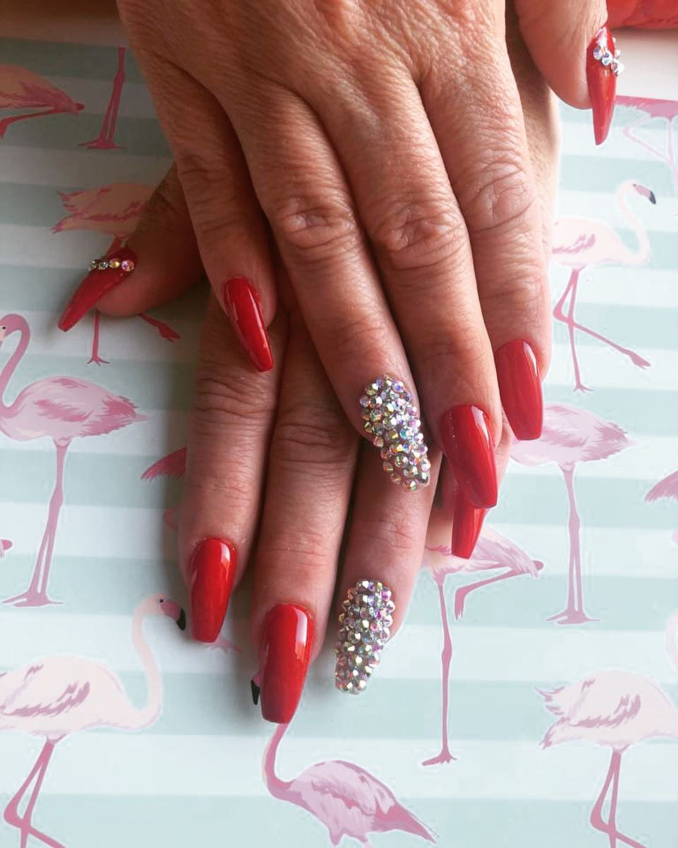 Unhas de Margo # rednails #algeciras # nails2inspire #nailsofinstagram # uñasperfec ...