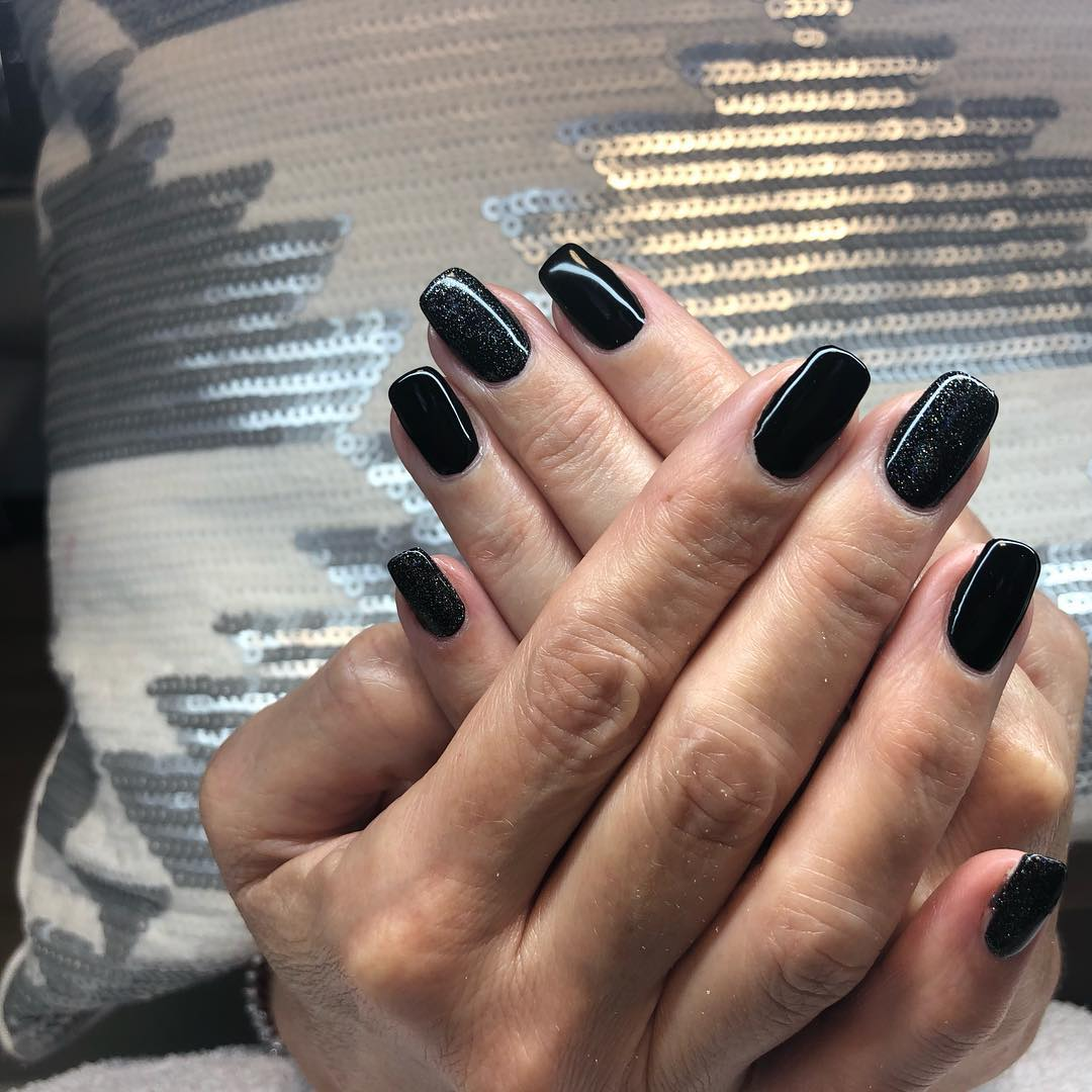imponente preto !!! . . #medusapiercing nails #nails #nailsart # uñas #naildesign # ...