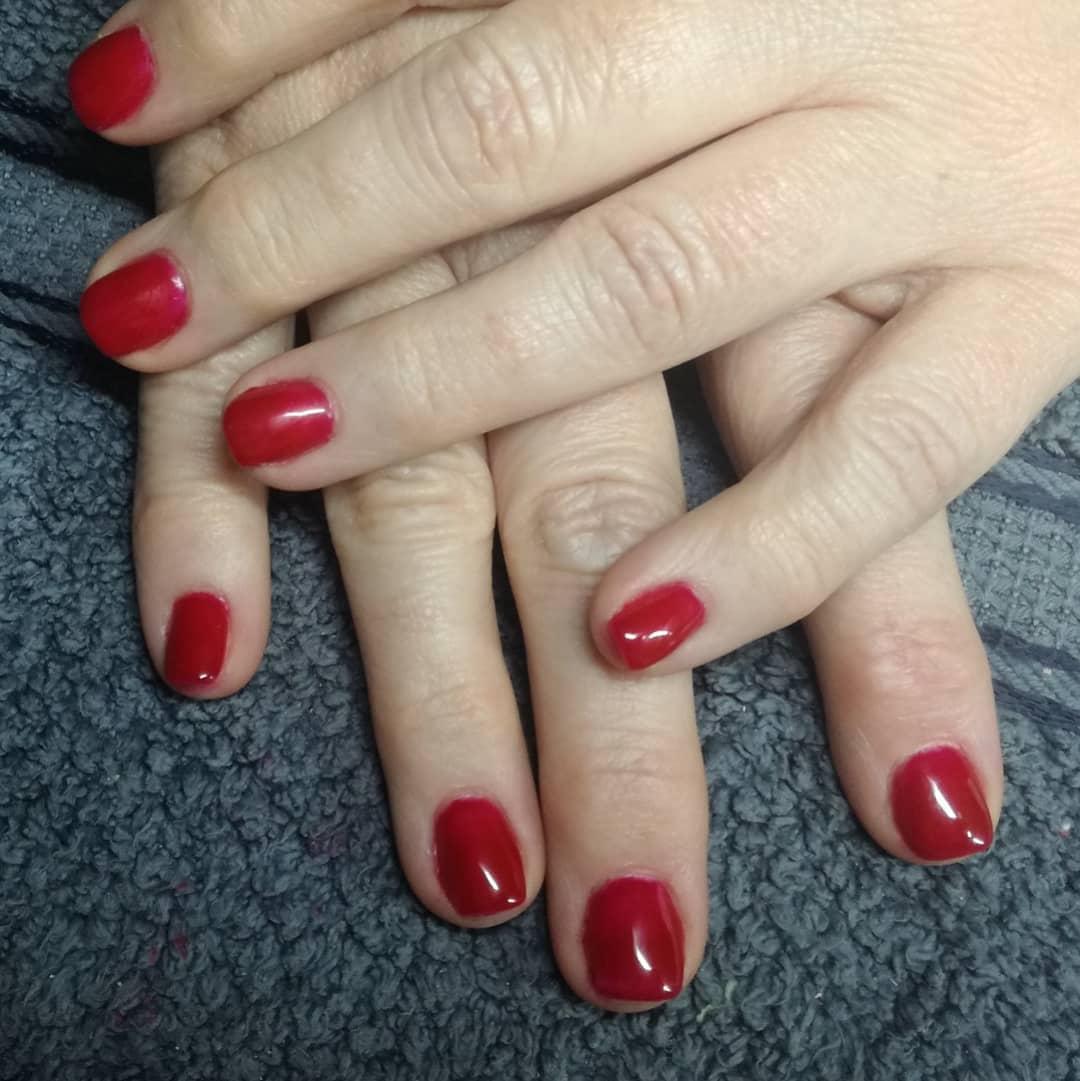 Após 3 semanas, removemos a cor vermelha completamente intacta. Você quer unhas de ...