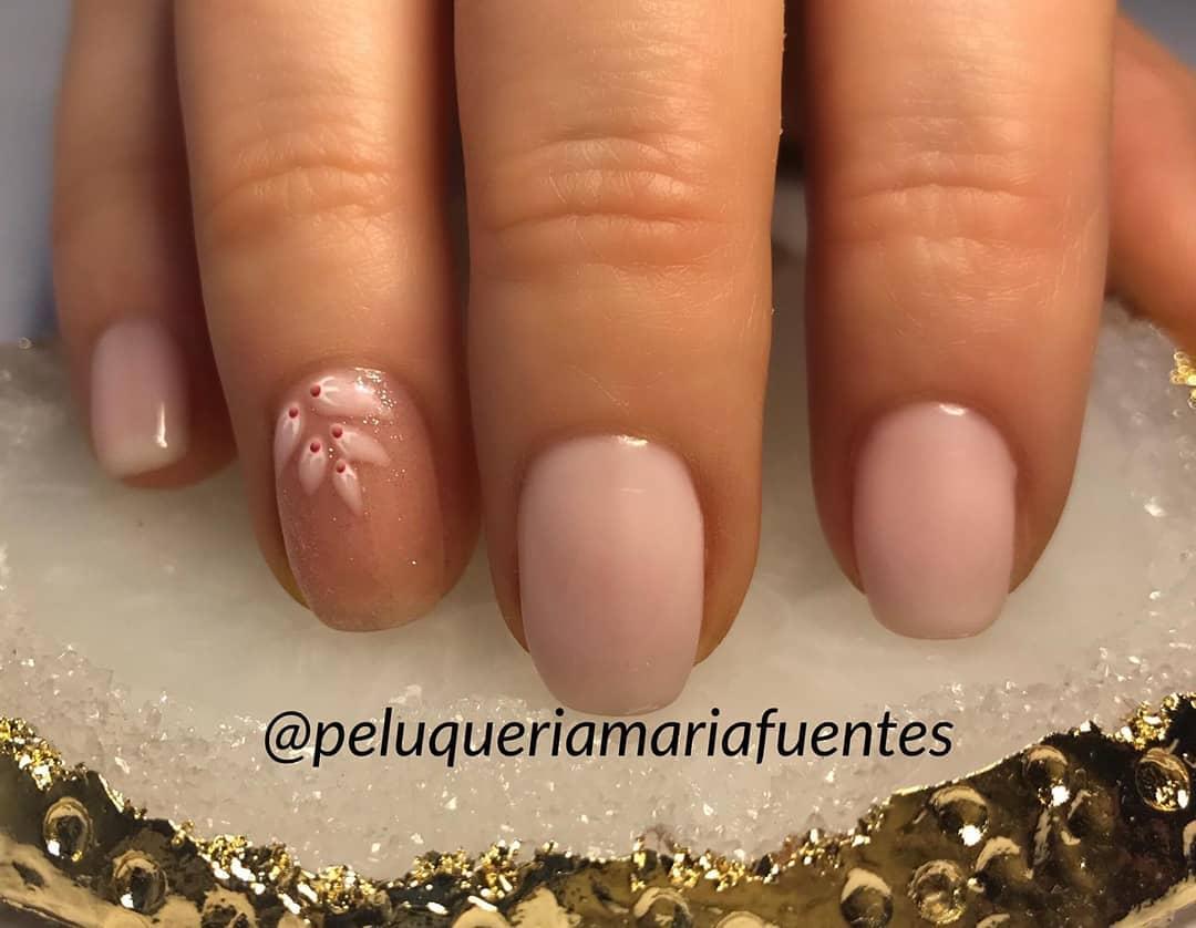Esmalte permanente #peluqueriamariafuentes #nails # nails #lannaclends # nailsprec ...