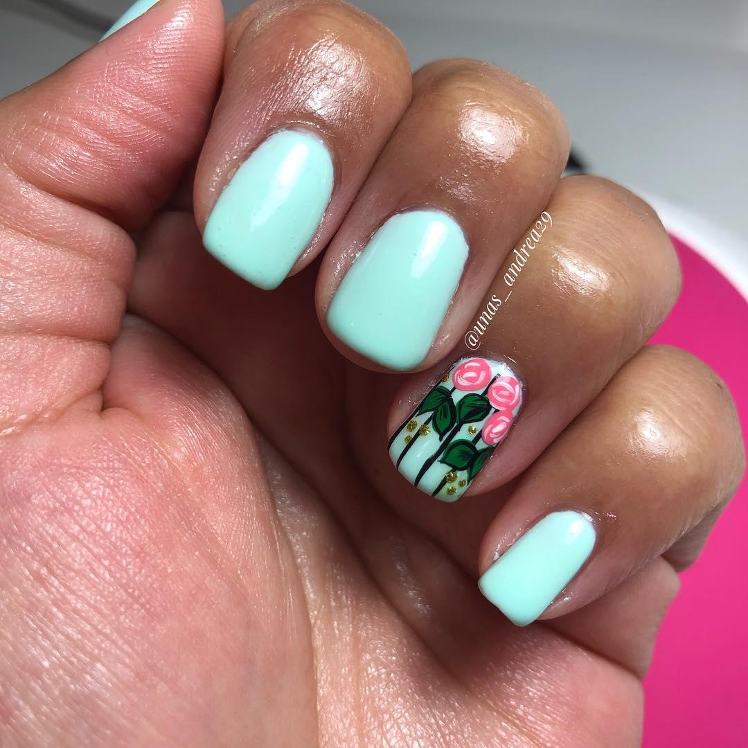 Serviço caseiro de manicure e pedicure com esmalte tradicional ou semi-permanente ...