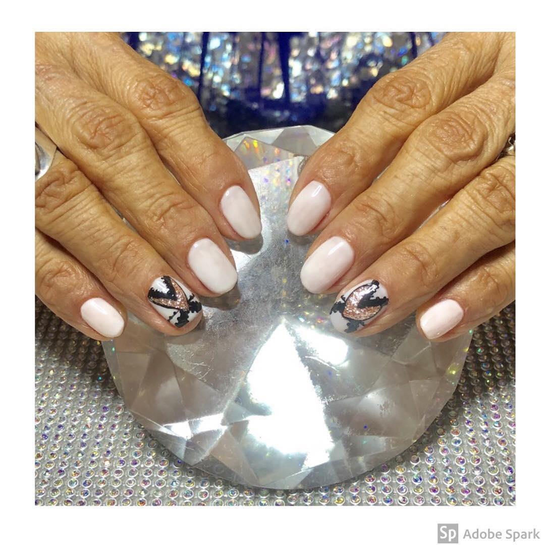 esmaltação permanente em uma cor bonita e sutil. Para Maria Cristina. # unhas #u ...