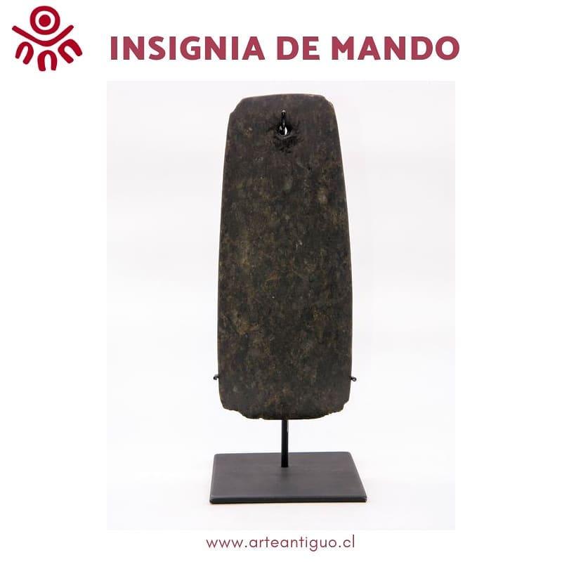 Esta peça corresponde a um antigo distintivo de caráter simbólico da ma ...