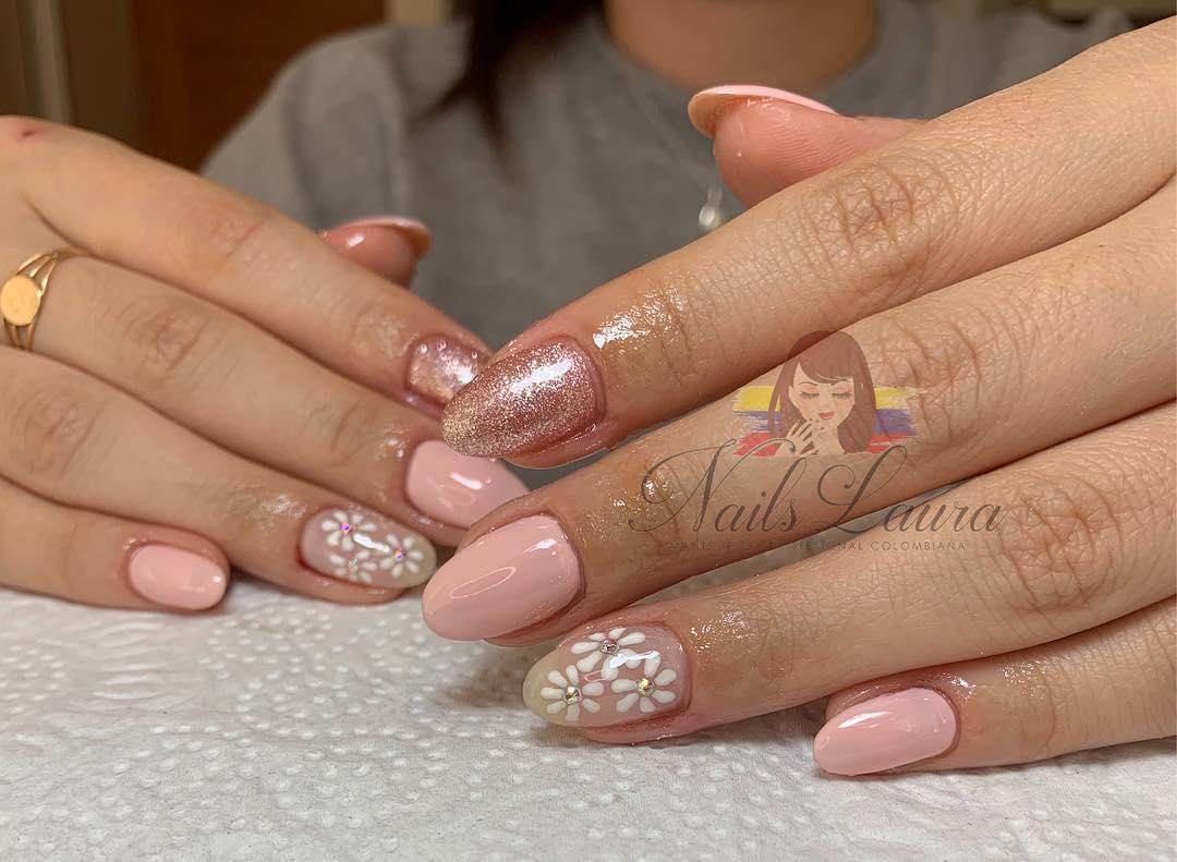 Banho acrílico com esmalte permanente, desenho à mão livre e cristais de unhas ...