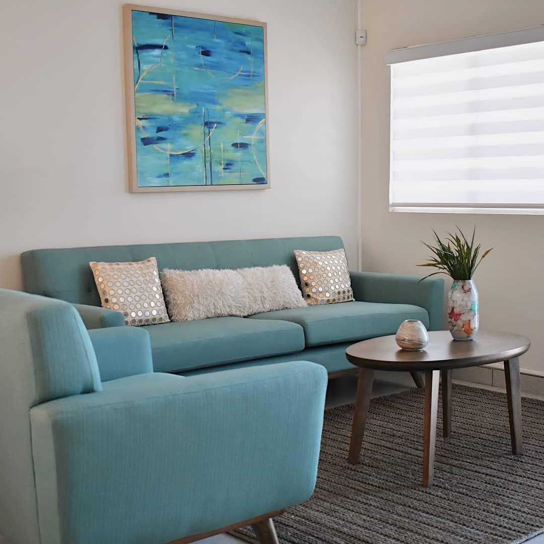 Uma sala azul dará um espaço de paz à sua casa em #CalandaResidencial. - - --...