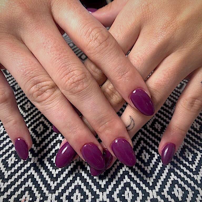 #Manicures em tons unicolor são um clássico que nunca sai de moda. ⠀ ⠀ ...
