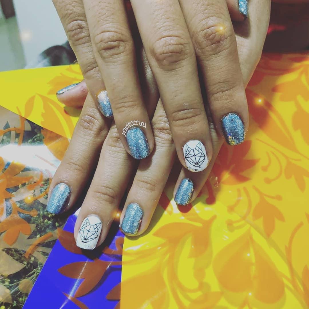 Nossa semi-permanente em #glitter belo design! #Nailistascolombia #nailistasi ...