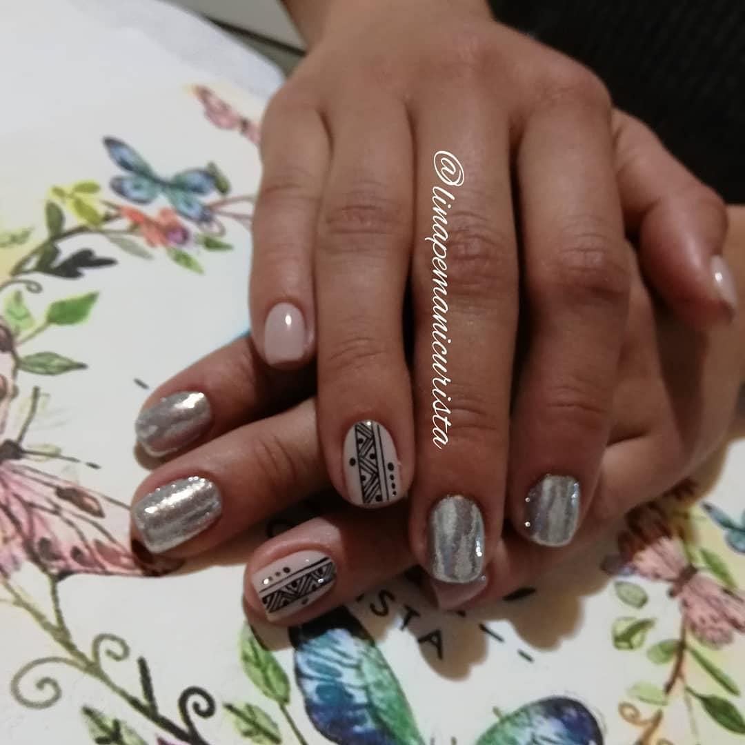 Esmalte semi-permanente ... Decoração micro-glitter da casa @garotastore ...